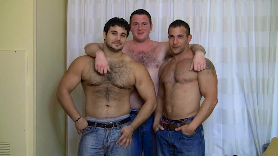 Muscle jock threesome with facial cum